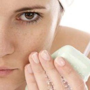 Чим мити обличчя, щоб не було прищів? Ефективні засоби проти поширеної проблеми