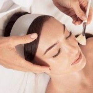 Фруктовий пілінг для обличчя в домашніх умовах: показання, користь, протипоказання