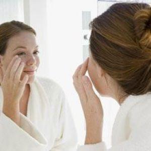 Догляд за сухою шкірою навколо очей