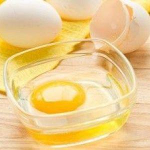 Яйце від чорних крапок: як зробити шкіру обличчя сяючою?