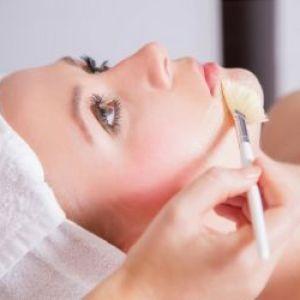 Як робити хімічний пілінг для обличчя в домашніх умовах? Види, способи та поради