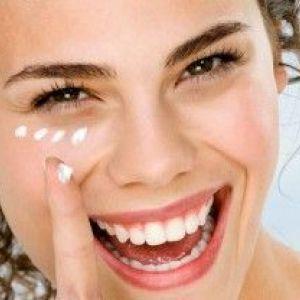 Кращий крем для повік після 40 років: 10 популярних косметичних засобів