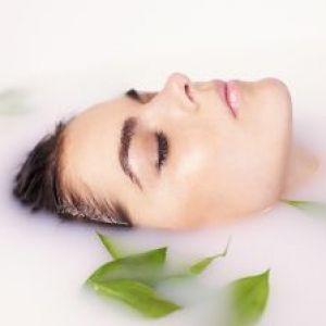 Молоко для обличчя і тіла: користь косметичних засобів