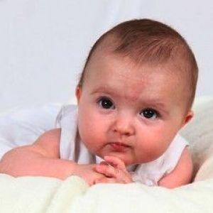Пігментні плями у дітей: лікування медикаментами і народними засобами