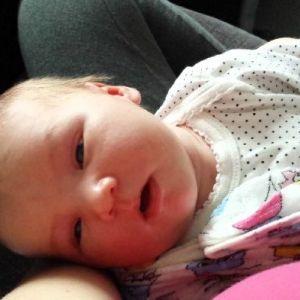 З якої причини малюк спить з відкритими очима і що робити батькам