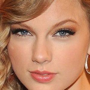 Секрети денного макіяжу для блакитних очей