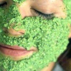 Секрети краси: вчимося готувати маску з петрушки для відбілювання особи