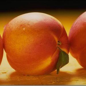 Три аргументи на сніданок - яблуко