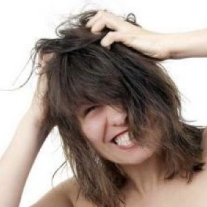 Сверблячка шкіри голови: причини і лікування недуги