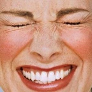 Сверблячка на обличчі з почервонінням: неприємне явище можна усунути